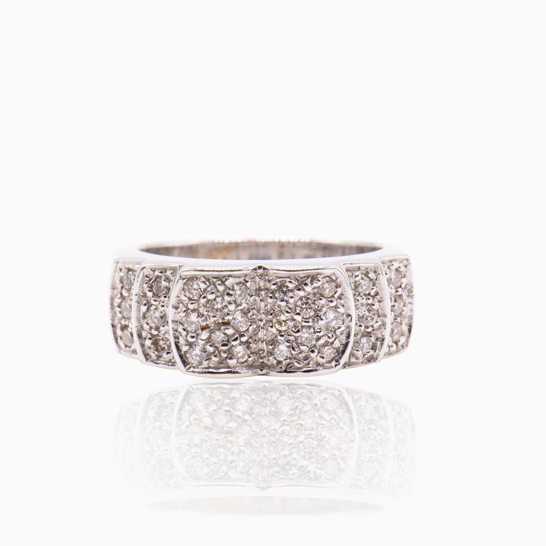 Anillo Oro Blanco y Diamantes en Medio Ovales