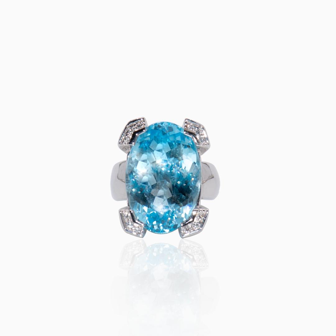 Anillo Oro Blanco Topacio y Diamantes