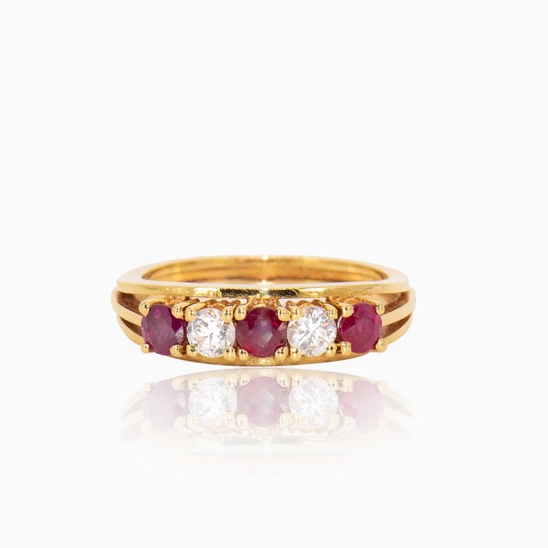 Anillo de Oro Rubíes y Diamantes en Cinquillo