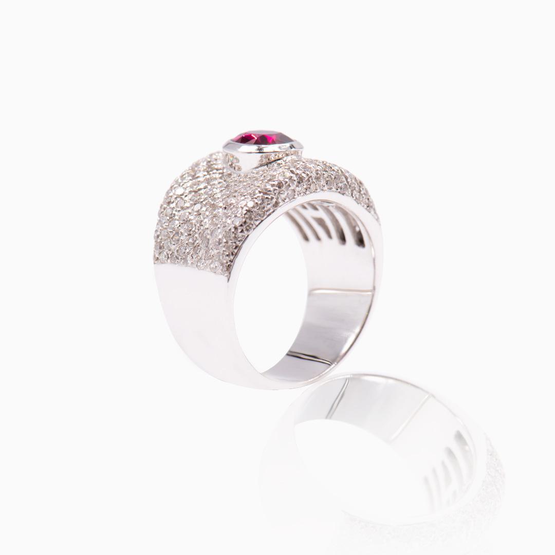 Anillo Oro Blanco Rubí y Diamantes