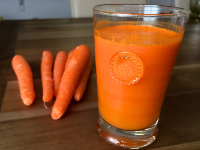 carrot juice with ginger turmeric and lemon 1