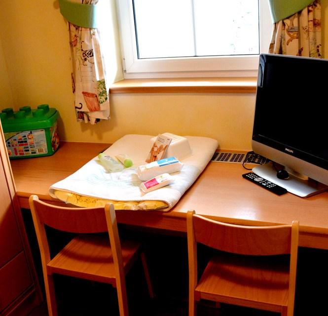 Spielzeug, Computer, Wickelstation - im Kinderzimmer ist alles da. © Nina-Carissima Schönrock