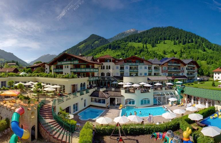 Blick auf die Alpenrose im Sommer. © Leading Family Hotel & Resort Alpenrose