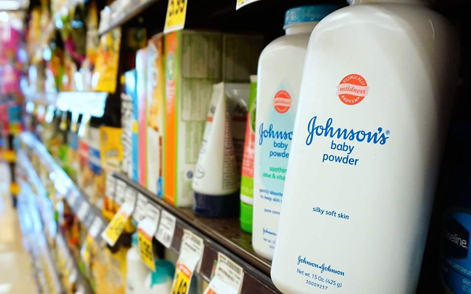 Γνώριζαν από το 1971 για καρκινογόνες ουσίες στο παιδικό ταλκ της Johnson & Johnson