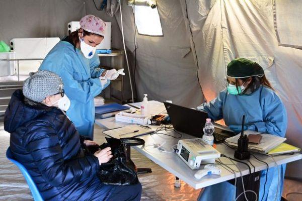 Κορωνοϊός: Έχει «χτυπήσει» 89 γιατρούς και νοσηλευτές – 11 στην Αχαία