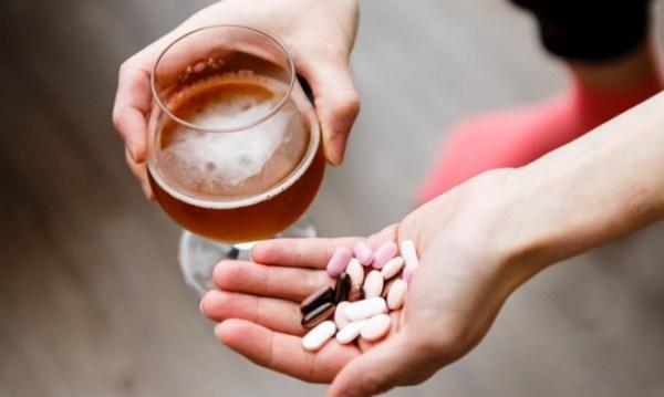 Αλκοόλ και φάρμακα: Οι 6 πιο θανατηφόροι συνδυασμοί
