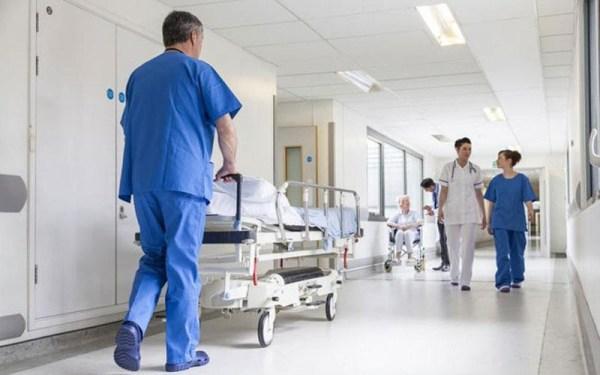 Εγκύκλιο με την οποίο μεταξύ άλλων ρυθμίζονται θέματα του ειδικευμένου ιατρικού προσωπικού των νοσοκομείων και των μονάδων υγείας των Δ.Υ.Πε.. και αφορούν τη μονιμοποίηση, μετάθεση, μετάταξη και άδεια τους, εξέδωσε το υπουργείο Υγείας