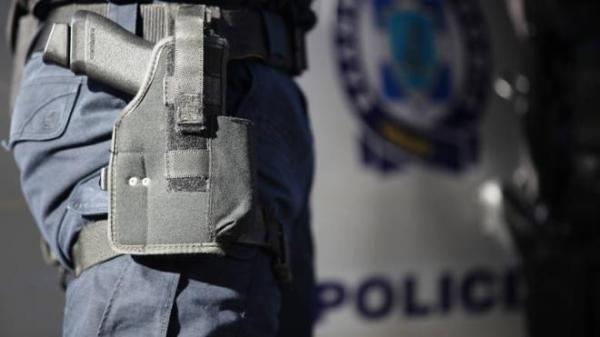 Άρπαξε το όπλο από την αστυνομική συνοδεία και αυτοπυροβολήθηκε στο νοσοκομείο του Ρίου!