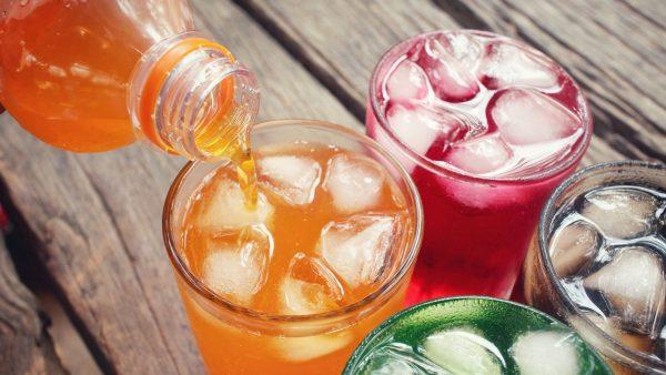 Η υψηλή κατανάλωση αναψυκτικών με ζάχαρη συνδέεται με αύξηση κατά 30% στη διάγνωση όλων των καρκίνων
