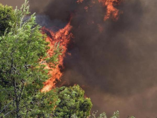 Τα αυξημένα μικροσωματίδια από τις πυρκαγιές αυξάνουν την πιθανότητα σοβαρής νόσησης από κορωνοϊό
