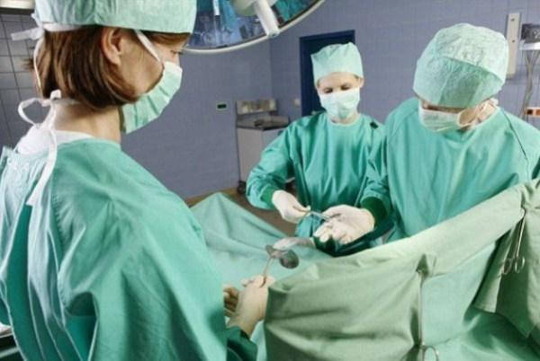 Αν η νομοθεσία είχε εφαρμοστεί, περισσότερα από τα μισά πιστοποιημένα κέντρα θα έπρεπε να έχουν χάσει την άδεια να κάνουν υψηλού κόστους καρδιοχειρουργικές επεμβάσεις τύπου TAVI