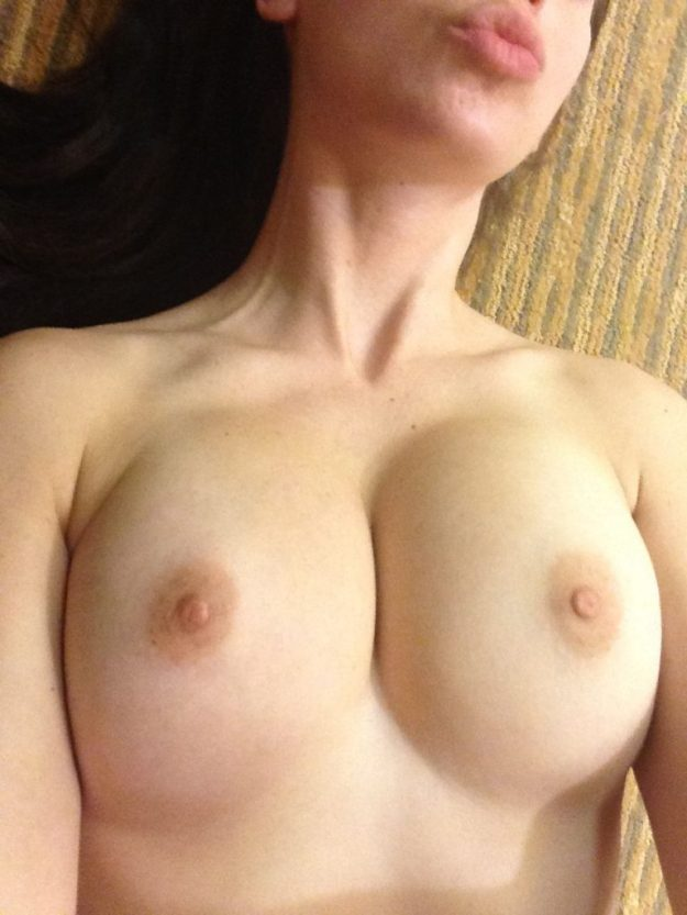 Alison Brie Nude Photos Leaked from iCloud by the Fappening