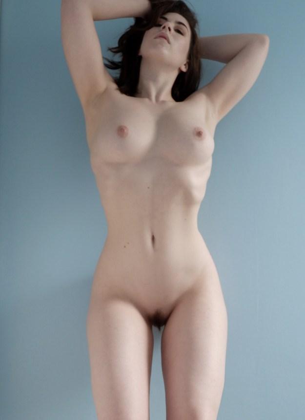 Elle Beth Full Frontal Nude Photos