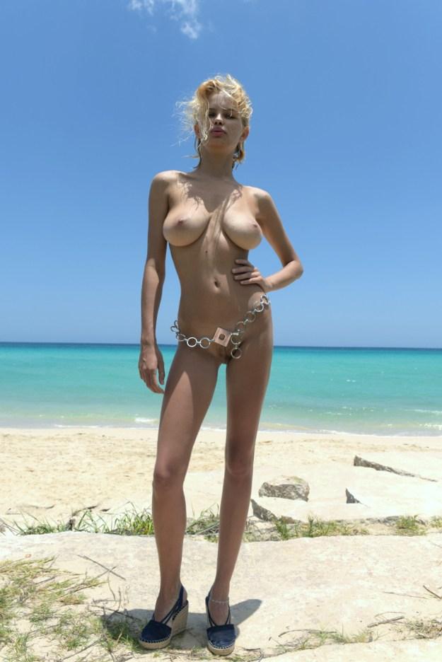 Russian model Julia Logacheva nude photos leaked
