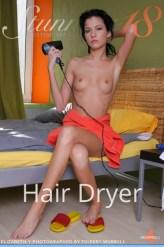 Elizabeth---Hair-Dryer_Stunning
