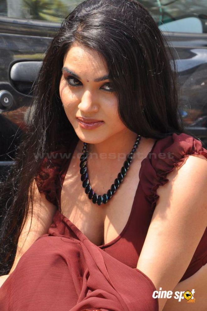 Kavya Singh Fake Boobs