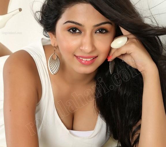 Big Boobs Ankita Maheswari Cleavage fake