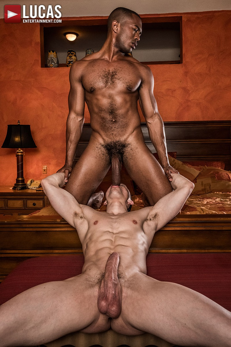 Sexy muscle hunk Sean Xavier pounds Ruslan Angelos tight