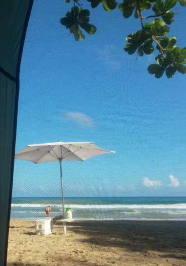En la Playa Nudista por Primera Vez