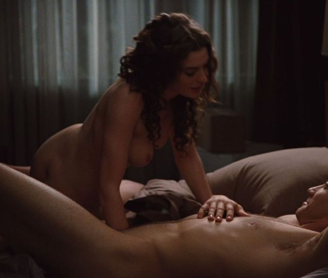 Anne Hathaway Nude In Love And Other Drugs 2010