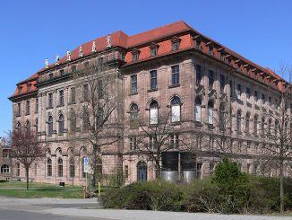 800px-Nürnberg_Gewerbemuseum_1