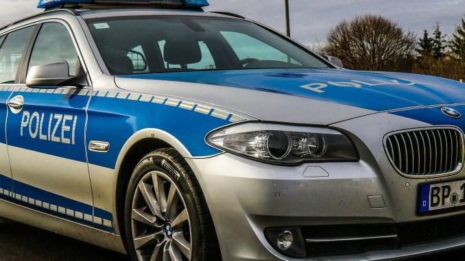 einsatzwagen_polizei_fahrzeug_pkw_auto_blaulicht