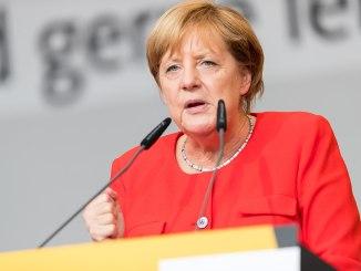 1280px-Angela_Merkel_-_2017248172807_2017-09-05_CDU_Wahlkampf_Heidelberg_-_Sven_-_1D_X_MK_II_-_365_-_B70I6281
