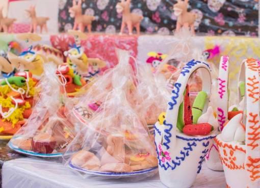 Aumentan ventas en Feria del Alfeñique de Cortazar.