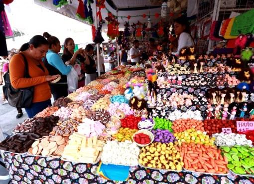 Arranca Feria del Alfeñique de manera tradicional con más de 100 comerciantes