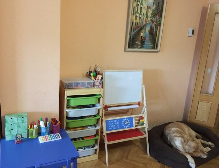 espacio de artes en casa para niños de 3 a 6 años