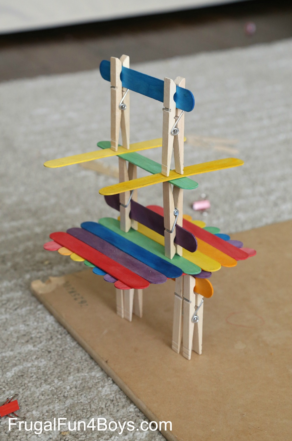 construcción con plaitos y pinzas