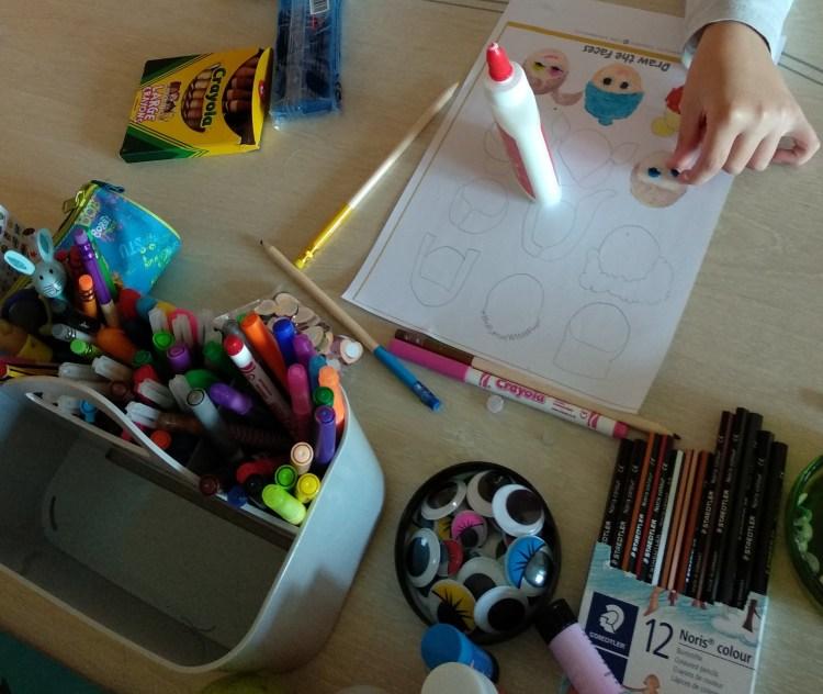 pintando con crayola y staedtler