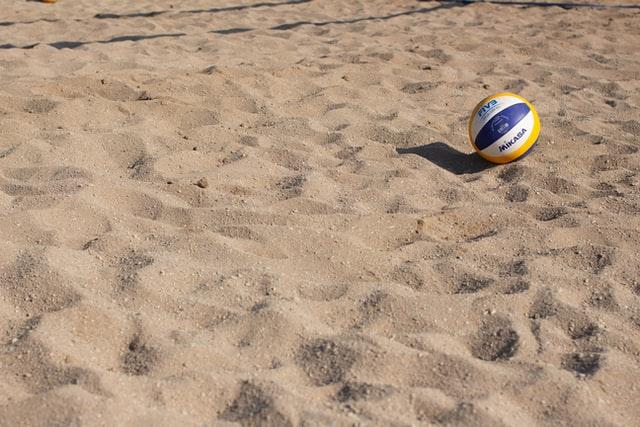 Idée naturiste n°66 : jouer nu au volley