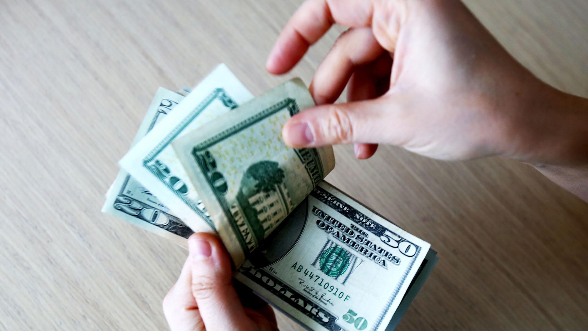 El dólar no detiene su caída y se ubica en mínimos desde principios de noviembre