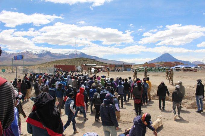 Tensión en norte de Chile: bolivianos presionan a militares del país vecino para volver a su nación