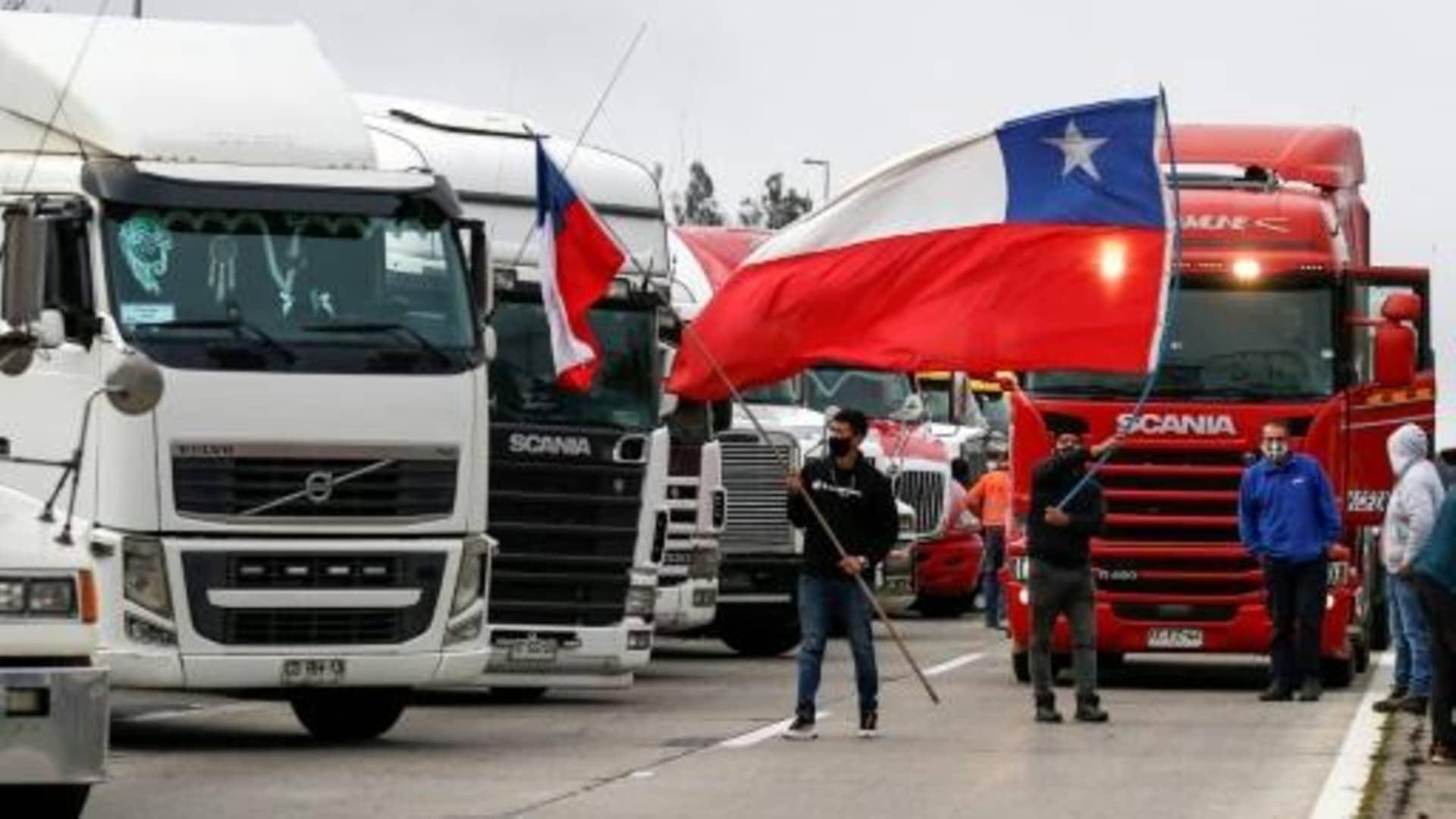 Camioneros en paro rechazan propuesta del Gobierno: «No estamos para migajas»