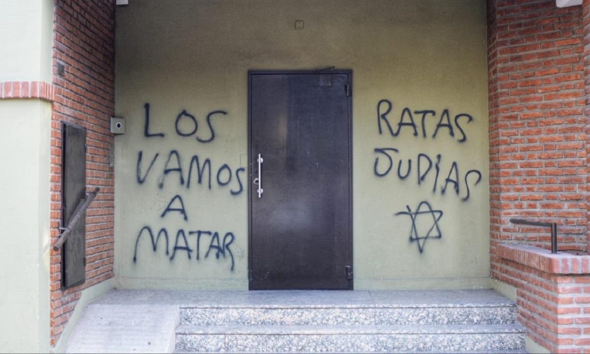 Bahía Blanca: realizan pintadas antisemitas en el frente de una sinagoga