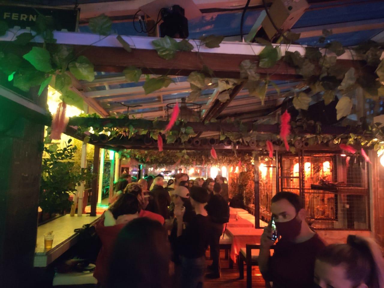 Clausuraron un bar en el que se desarrollaba una fiesta de música electrónica con 70 personas