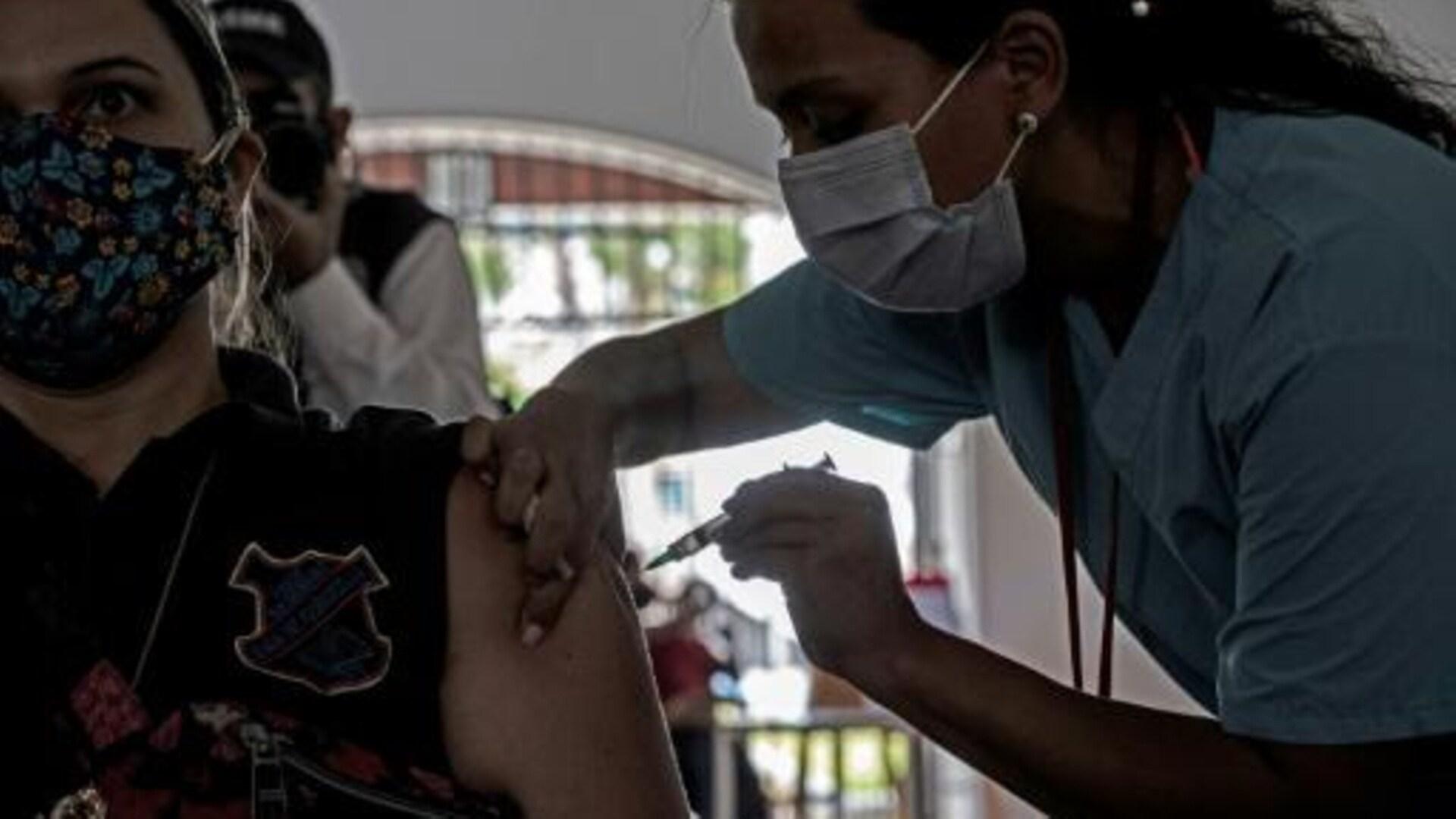 La Ciudad vacunó a todos los docentes que se anotaron