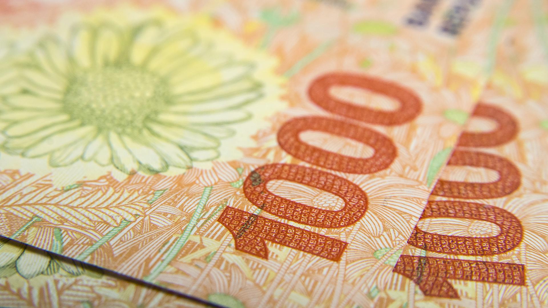 Oficializan el adelantamiento del aumento del salario mínimo, vital y móvil