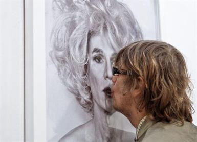 Beso a Lady Warhol