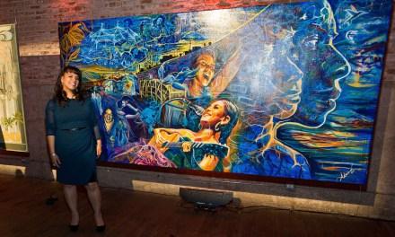 Artista Adriana García gana concurso de murales