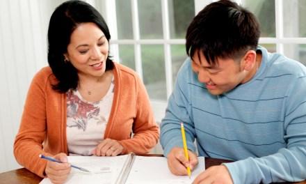 """Cómo buscar 'dinero gratis' para sus estudios: La 'caza de becas"""""""