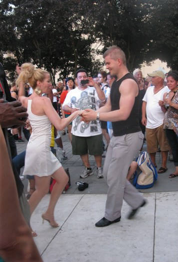 "Baile de salon en la plazoleta del Lincoln Center 'Midsummer Night Swing"" (Foto Nabuco)"