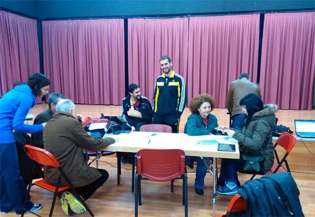 Aspecto de la 'mesa electoral' instalada Por Getafe en el Centro Cívico del Sector 3