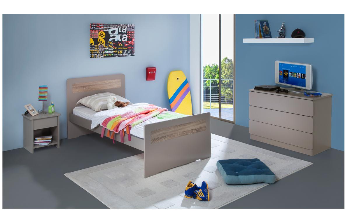 lit pour enfant avec table de nuit et