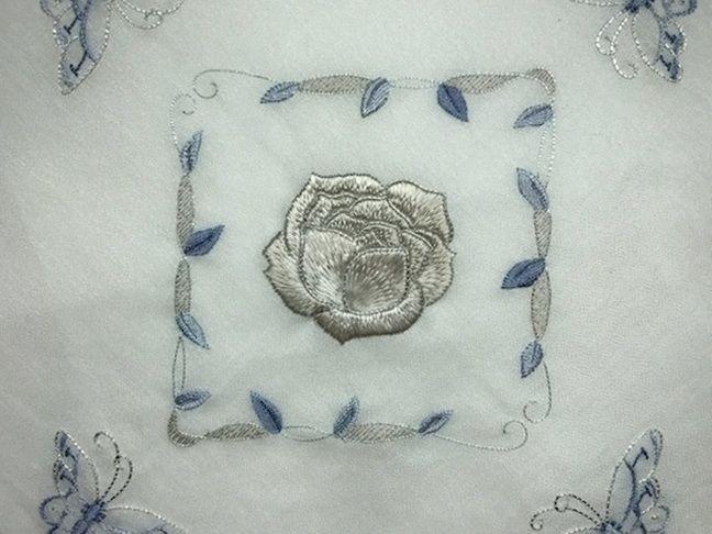 加賀繍の薔薇の刺繍の膝掛け