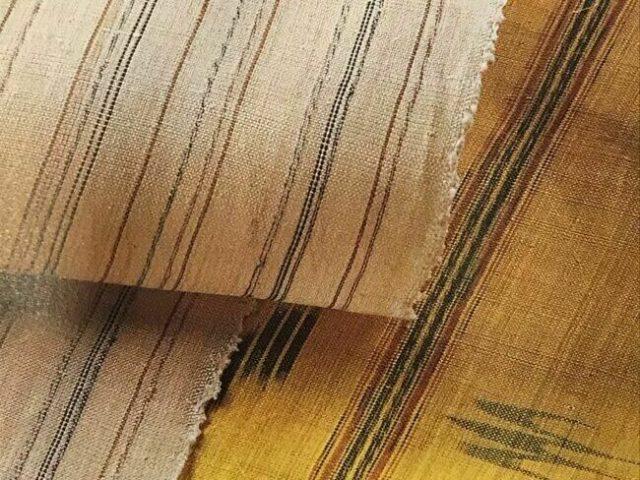 芭蕉布のムカデ文様の着物と、煮綛芭蕉布の絣の着物