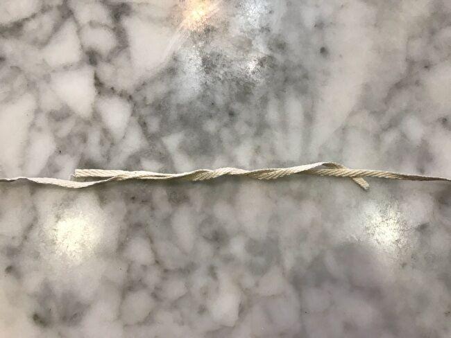 宮古上布の糸績みの方法・紙縒りのように撚る