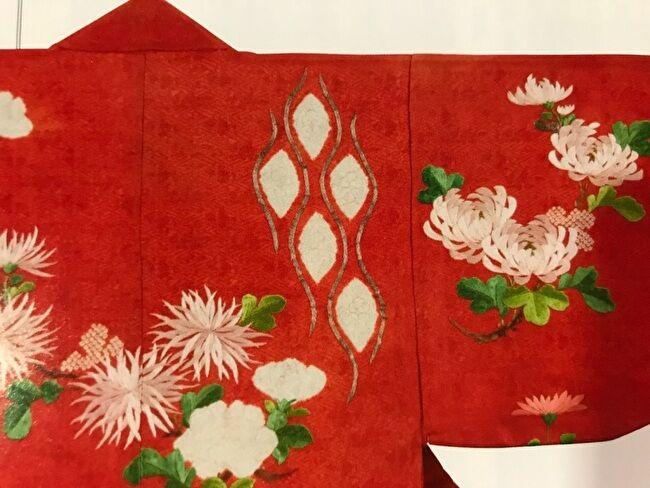公家女性が用いた小袖意匠の「江戸解文様」の紅色時の小袖